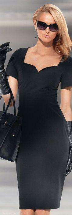 Madelaine fashion | Black long dress & Gucci GG3583 Oval #sunglasses. http://www.smartbuyglasses.com/designer-sunglasses/Gucci/Gucci-GG-3583/S-807/JJ-164734.html