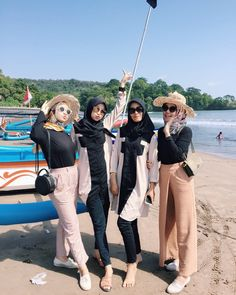 Bestfriends, Besties, Bff, Casual Hijab Outfit, Ootd Hijab, Niqab, Hijab Fashion Inspiration, Style Inspiration, Beach Ootd