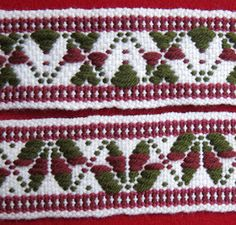 The Sunna double slotted heddle with 9 pattern slots. The Sunna double slotted heddle with 9 pattern slots. Inkle Weaving Patterns, Loom Weaving, Bands, Exhibition Room, Inkle Loom, Pattern Drafting, Sock Yarn, Durham, Tejidos