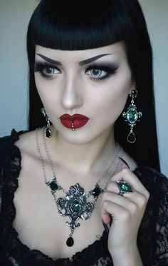 The Darkly Divine Obsidian Black And Red Makeup, Dark Makeup, Gothic Hairstyles, Hairstyles With Bangs, Goth Beauty, Dark Beauty, Punk Fashion, Gothic Fashion, Fashion Models