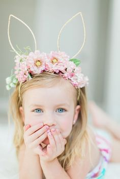 Make this Easter & Spring memorable by clicking the best Easter Photos with your kids. Check out best Easter Photoshoot ideas for Babies, Toddlers and kids. Bunny Ears Headband, Diy Headband, Floral Headbands, Ostergeschenk Diy, Easter Hat Parade, Bunny Party, Easter Story, Bunny Birthday, Diy Crown