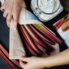 R u i b a r b o  Nos declaramos fans de esta fruta  Os gusta?  Mañana publicamos nueva receta en el blog con el #ruibarbo como protagonista   #gastropindoles #gastrotalkers #instafood #foodporn #yummy #thekitchn #vscofood #f52grams #gastronomia_clikcat #somgastronomia #foodgasm #foodpic #foodstyling #foodgawker #beautifulcuisines #hautecuisines #kitchenbowl #foodaffair #eater #gastroart #eeeeats #sosavory #spoonfeed #food52