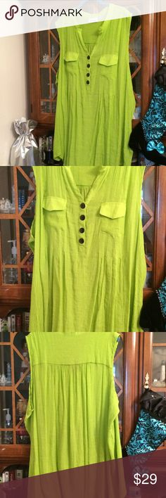 AVENUE PLUS SIZE 30/32 LAYERING TOP NWOT CUTE AVENUE CRINKLY TOP WITH TWO USABLE BREAST POCKETS.  THIS IS RAYON/POLY, SLEEVELESS WITH A DEEP V NECK SO IT CAN BE LAYERED.  AVENUE SIZE 30/32, COULD FIT A 3X 4X.   I'VE NEVER WORN THIS ONE Avenue Tops
