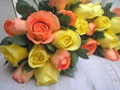 Bouquets de cortejo en rosas amarillas y naranjas.