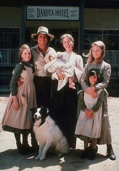 Algunos de los actores principales de la exitosa serie estadounidenseLa familia Ingallsse volvieron a reunir para celebrar el aniversario de los 40 años de la primera emisión del programa.  Los Ingalls irrumpieron en la pantalla chica en el año 1974. Desde su primer capítulo, conquistó a los televidentes durante 9 temporadas en los que se contaba la historia de una familia que llegaba al campo en el antiguo Estados Unidos.  La familia Ingallsera la adaptación del títuloLa pequeña casa…