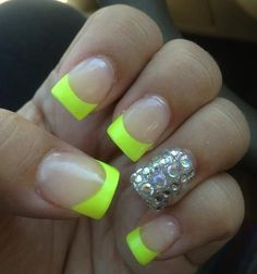 These cute neon nails are so cute and girly yet not overdone