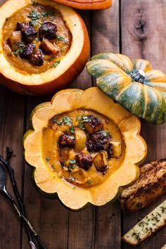 Chipotle Pumpkin Soup with Crispy Chorizo + Glazed Apples Source: Half Baked Harvest Gather around the cauldron, Sit for a spell And get your autumn and Halloween fix Pumpkin Soup, Pumpkin Recipes, Fall Recipes, Soup Recipes, Cooking Recipes, Pumpkin Puree, Caramelised Apples, Food Porn, Tasty