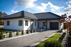 Top 5 Projects of the Week: The Small Urban Oasis to Magnificent Modular Homes Plans Architecture, Architecture Design, Dream House Plans, My Dream Home, Bungalows, Style At Home, Rendered Houses, Best Modern House Design, House Design Pictures