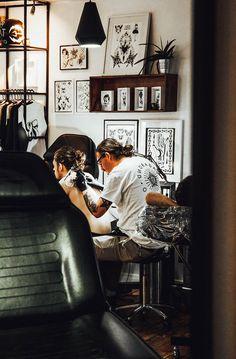 Twenty Sensational Techniques For Tattoo Shop Decor, Seven Doors Tattoo, Underground Tattoo, Tattoo Studio Interior, Tattoo Station, Best Tattoo Shops, London Tattoo, Tattoo Photography, Dream Tattoos