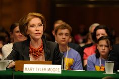 Mary Tyler Moore testified along with Sugar Ray Leonard and some of our JDRF Children's Congress Delegates during the Congressional Hearing the JDRF Children's Congress 2009 Delegates attended.
