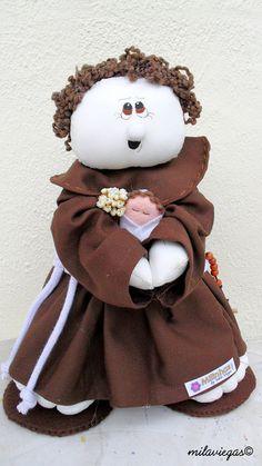 Santo Antônio confeccionado em tecido 100% algodão. Acompanha oração. R$75,00