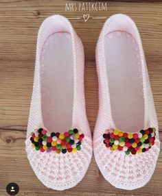 Best 12 Don't forget to record the beauty of the boot bekliy I'm waiting for your comment and begeni ha – SkillOfKing. Crochet Men, Crochet Quilt, Crochet Slippers, Hand Crochet, Crochet Stitches Patterns, Knitting Patterns, Knitting Socks, Baby Knitting, Crochet Slipper Pattern