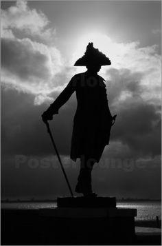 Friedrich der Große   -    Landschaft    Knockster Tief    himmel    Bronze    Gegenlicht    sw    wolken    Friedrich II    Knock    Nordsee    Dollart    Statue    Ems    Horizont    Ostfriesland,  Bronzestatue,   Denkmal, Ufer,  Emden,  Statuen & Denkmäler,  Schwarz/Weiß