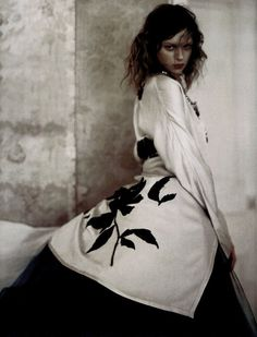 elise crombez by paolo roversi for vogue uk september 2004.