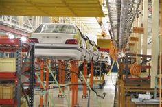 گلایه از دخالتها در صنعت خودرو/ قیمت خودرو را آزاد کنید