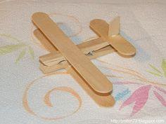 Aeroplanino con mollette di legno