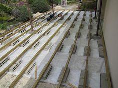 Terrasse en bois sur parpaings de 8m par 4m.                                                                                                                                                     Plus