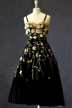 Pierre Balmain Dress - 1953 - Lesage embroidery at Didier Ludot - @~ Mlle