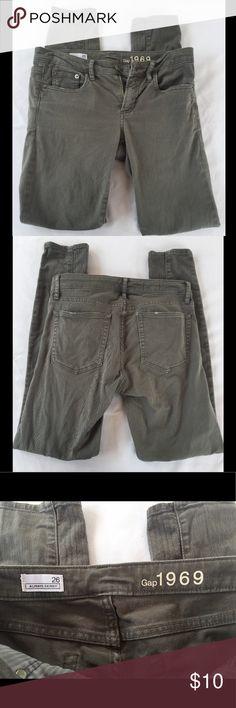 "GAP 1969 Skinny Jeans Size 26 Measurements: waist - 28"" Inseam - 28.5"" rise - 7.5"" GAP Jeans Skinny"