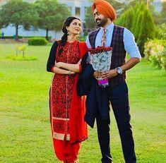Gur Punjabi Couple, Punjabi Bride, Punjabi Suits, Pose For The Camera, Sikh Wedding, Girls Dp, Patiala, Sweet Couple, Film Industry
