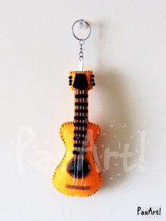 Guitarra acústica Confeccionado a mano con fieltro y relleno sintético.