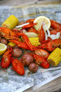Lobster & Shrimp Seafood Boil. Perfect for a beach wedding! #pensacolabeachbridalbliss