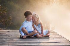 Sibling Photography Poses, Sibling Photo Shoots, Outdoor Family Photography, Poses Photo, Sibling Poses, Family Portrait Photography, Brother Sister Poses, Brother Sister Pictures, Brother Sister Photography