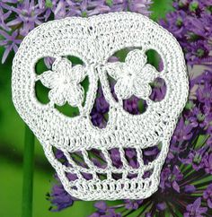 free crochet pattern sugar skull day of the dead applique via http://www.ravelry.com/patterns/library/vera-crochet-day-of-the-dead-skull-pattern