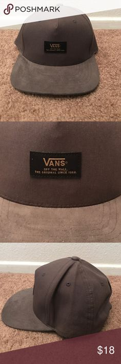 NEW VANS STARTER COLLECTION Mens gray SnapBack hat NEW VANS STARTER COLLECTION Men's gray and white SnapBack hat, RARE, never worn, new, pictures provided of condition. All bundles of 2 or more receive 15% off. Closet full of new, used and vintage Vans, Skate and surf companies, jewelry, phone cases, shoes and more Vans Accessories Hats