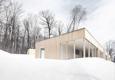 This Blue Hills House is work of la SHED architecture practice,and it's proposal for a vacation home for a single-family located at Morin-Heights, Quebec, C La Shed Architecture, Modern Residential Architecture, Unique Architecture, Interior Design Gallery, Blue Hill, Of Montreal, House On A Hill, Modular Homes, Design Moderne