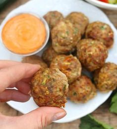 Spicy meatballs with zucchini (without breadcrumbs) - Healthy Diet, Slimming and recipes - Daily Good Pin Spicy Meatballs, Healthy Meatballs, Food Categories, Daily Meals, Food Inspiration, Food Porn, Food And Drink, Favorite Recipes, Lunch
