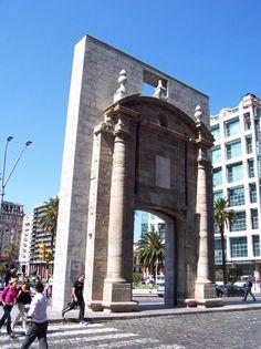 Puerta de la Ciudadela, Montevideo, Uruguay. Trozo de nuestra historia...