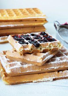 Gofry z tego przepisu są bardzo delikatne, leciutkie, chrupiące i wprost rozpływają się w ustach. Najczęściej przygotowuję je latem i ... Cookie Desserts, Cookie Recipes, Crepes And Waffles, Waffle Bar, Sweet Pastries, Polish Recipes, Sweet Cakes, No Bake Cake, Love Food