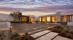 ..............................................................................Villa disenada por el estudio de arquitectura McClean Design, ubicada en Beverly Hills, California , USA.