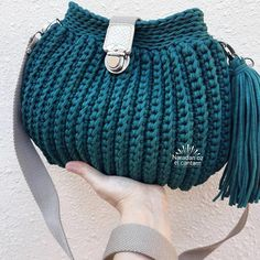 For most ladies getting a genuine designer handbag is not something to dash straight into because these hand bags can certainly be so pricey ladies sometimes worry over their choices prior to making an actual ladies handbag purchase re ladies kelly bag Crochet Handbags, Crochet Purses, Handmade Bags, Handmade Handbags, Japanese Knot Bag, Crochet Purse Patterns, Spring Bags, Denim Bag, Bead Crochet