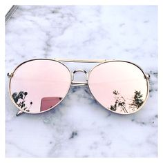 Stylish pair of rose gold Aviator sunglasses Rose gold mirrored sunglasses Trending sunglasses UV protection Cute Sunglasses, Cat Eye Sunglasses, Mirrored Sunglasses, Sunglasses Women, Trending Sunglasses, Sunnies, Wooden Sunglasses, Inspiration Dressing, Rose Gold Aviators