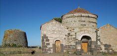 Silanos- chiesa medioevale di Santa Sabina che, insieme alla chiesa diSanta Maria de Mesumundu a Siligo (Sassari), è l'unica testimonianza in Sardegna di chiesa a pianta circolare.  La sua struttura è resa ancora più particolare dall'innestonel corpo centraledi due vani rettangolari. Il nuraghe omonimo è un monotorre in basalto alto 8,60 m, dotato di scala elicoidale e tre nicchie disposte a croce all'interno della camera voltata a tholos.