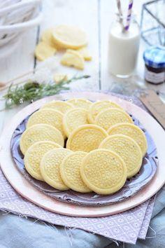 Levendulás keksz recept - Kifőztük, online gasztromagazin Cookie Jars, Crackers, Pancakes, Cheese, Meals, Cookies, Breakfast, Sweet, Recipes