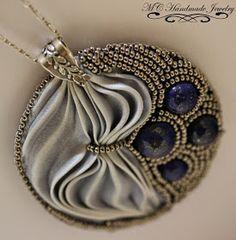 Shibori & Lapis Lazuli Pendant       Mi nuevo colgante con cinta de seda Shibori   Piedras Lapis Lazuli y terminaciones   en plata .925  ...