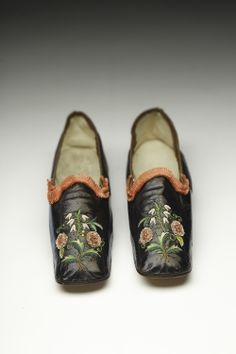French, late 1840s.  The fashion for straight shoes was advantageous to shoemakers.  Without the requirement to makes shoes with lefts and rights, shoemakers only needed a single last per shoe size.  Image © 2014 Bata Shoe Museum