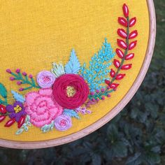 Details 🌺🌿🌸 . . . . #handstitched #handembroidery #hoopembroidery #embroideryhoopart #dmcthreads #nakis #kasnak #kasnakpano #floralembroidery #feelingstitchyig #psimadethis #makersvillage #hoopart #diy #elyapimi #embroiderypattern #stitchdreams  #modernembroidery #embroideryhoops #botanicalart #nakis #bebekpanosu  #hellosmallshop #broderie  #bordado #bordadoamano #artesanato