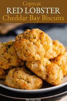 Easy Cheddar Biscuit Recipe, Cheesy Garlic Biscuits, Garlic Cheddar Biscuits, Biscuit Bread, Red Lobster Cheddar Bay Biscuits Recipe, Biscuit Mix, Seafood Recipes, Cooking Recipes, Cheddars Restaurant Recipes