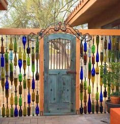 Home Inspiration DIY Wine Bottle Wall Fence. Beautiful backyard garden inspiration for your home! Creative gates for a gorgeous entryway into a yard or flower garden. Lovely tour of homes. Diy Fence, Backyard Fences, Fence Ideas, Backyard Privacy, Fence Garden, Fun Backyard, Fence Landscaping, Pool Fence, Garden Gates And Fencing
