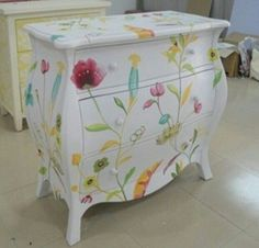 Ideas For Hand Painted Furniture Diy Drawers Decoupage Furniture, Hand Painted Furniture, Funky Furniture, Refurbished Furniture, Paint Furniture, Repurposed Furniture, Furniture Projects, Furniture Making, Furniture Makeover