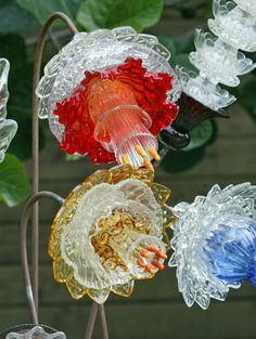Best Glass Totems Garden Art Ideas For Beautiful Garden Pictures) 1011 - plate flowers -