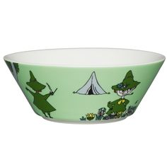 Carefree and philosophical Snufkin features this green coloured Moomin bowl by Arabia. The design is from the Moomin and the Brigands in comic album