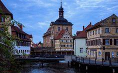Bamberg (Bambärch), Oberfranken, Linker Regnitzarm. Blick auf das alte Rathaus mit dem Rottmeisterhäuschen