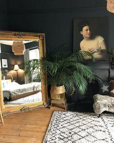 Home decor bedroom Interior Room, Estilo Interior, Interior Design, Earthy Bedroom, Aesthetic Bedroom, Cozy Bedroom, Art Deco Bedroom, Home Decor Bedroom, Dark Furniture Bedroom