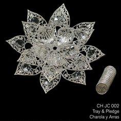 CH JC 002 - plata plateado flor con abalorios de cristal. Este conjunto incluye las 13 monedas tradicionales utilizadas en la ceremonia de la boda.