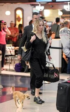 Jennifer Lawrence's Dog Pippi is Clearly Her Best Accessory Jennifer Lawrence Dog, Celebrity Photos, Celebrity Style, Jennifer Laurence, Vogue, Star Wars, Fall Winter Outfits, American Actress, Street Style